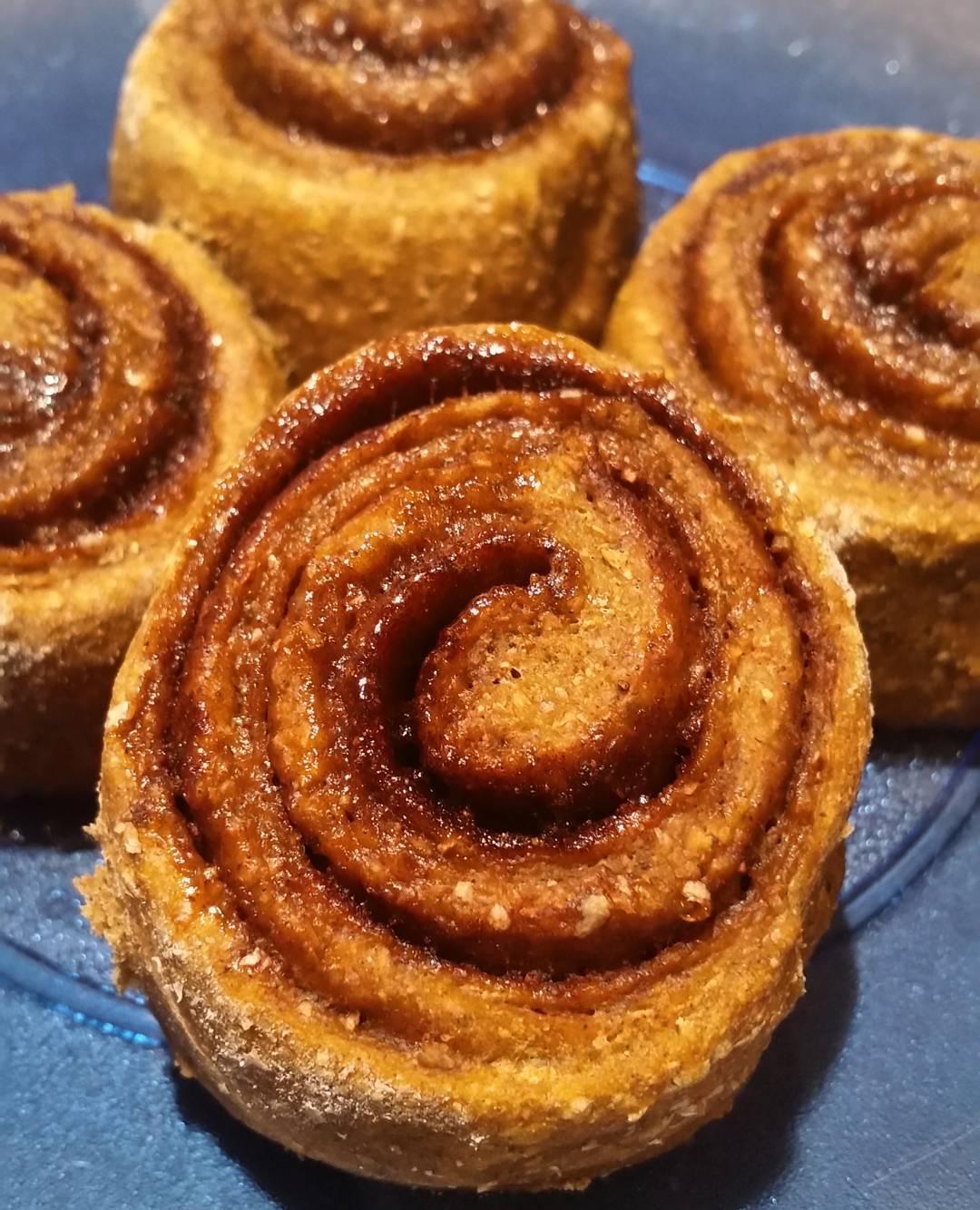 healthy pumpkin spice latte cinnamon rolls by @ldblakeley
