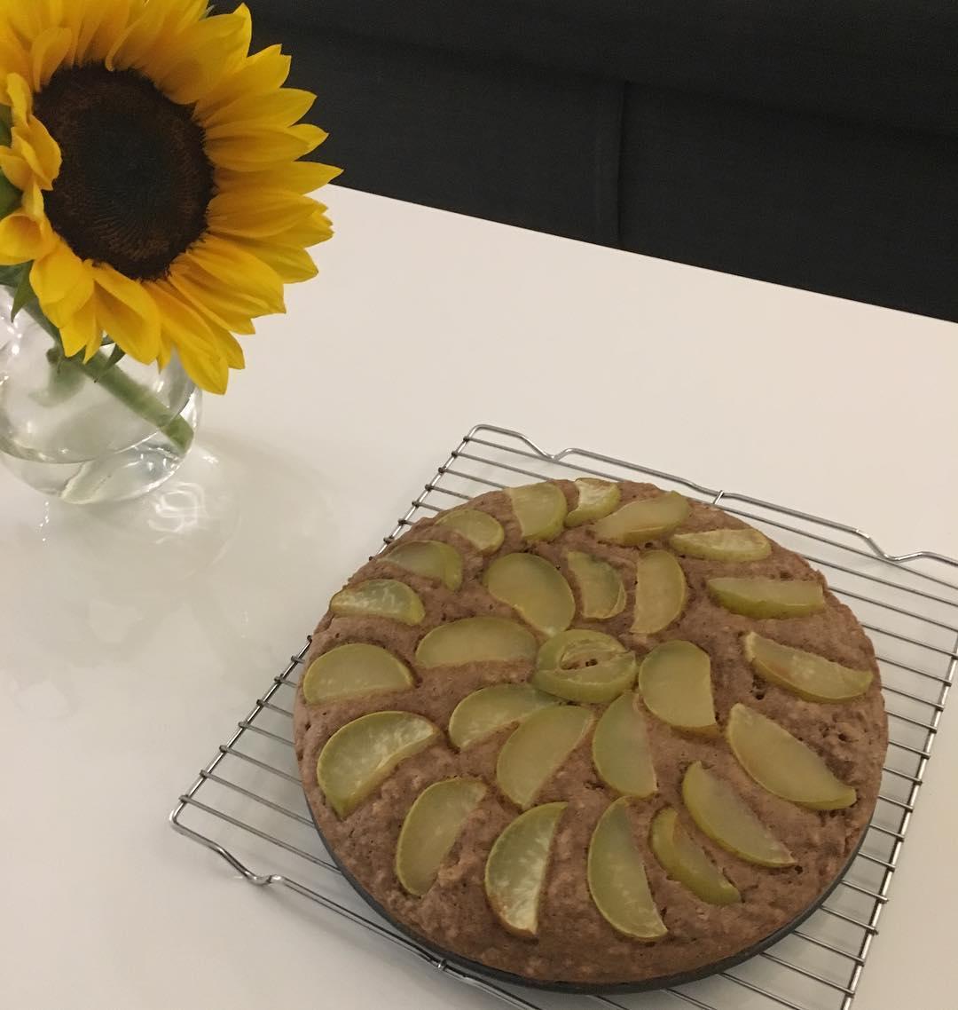 healthy simple cinnamon apple cake by @abeebakes