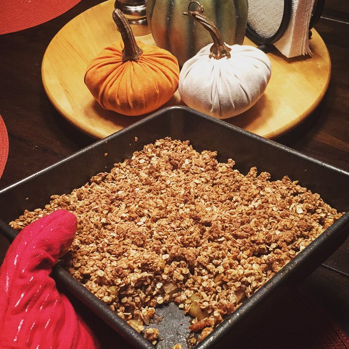 the ultimate healthy apple crumble by @christiek918