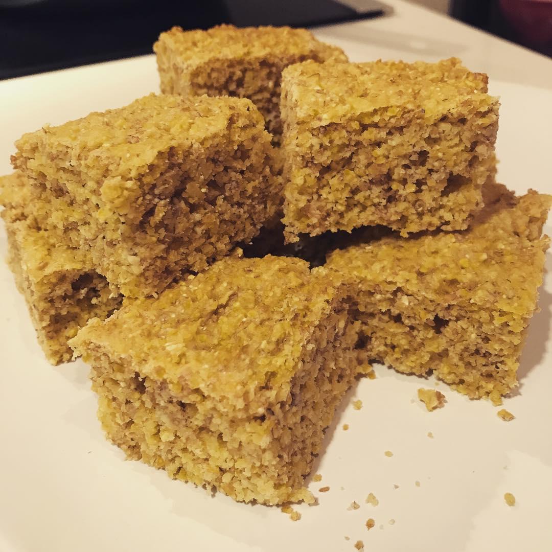 the ultimate healthy cornbread by @readysweatyfit