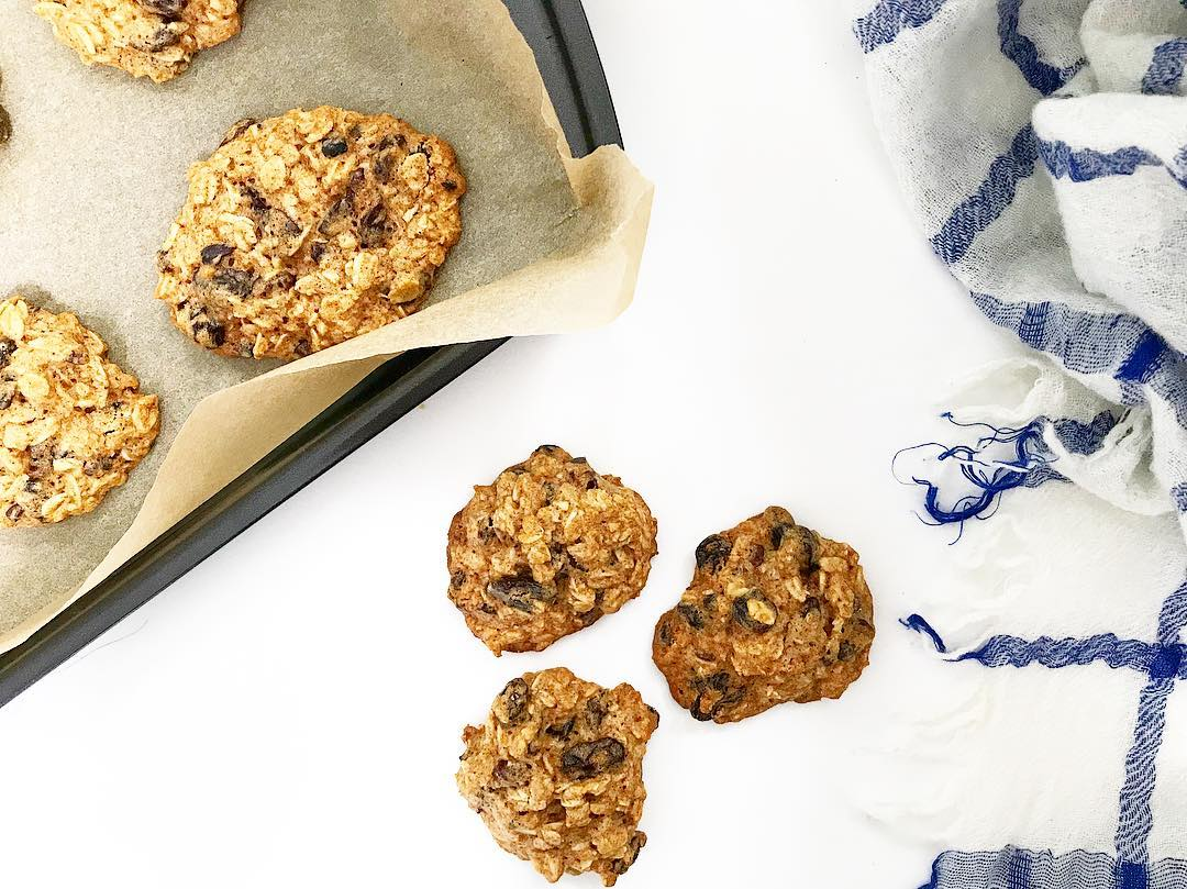 the ultimate healthy soft & chewy oatmeal raisin cookies by @theeatfeelwell