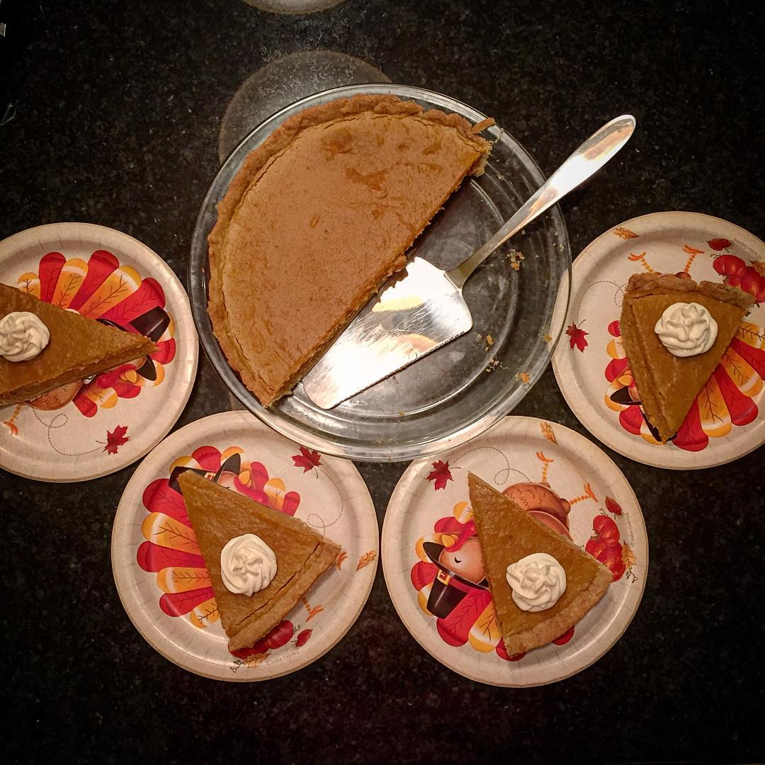 the ultimate healthy pumpkin pie by @coachcourtpolo