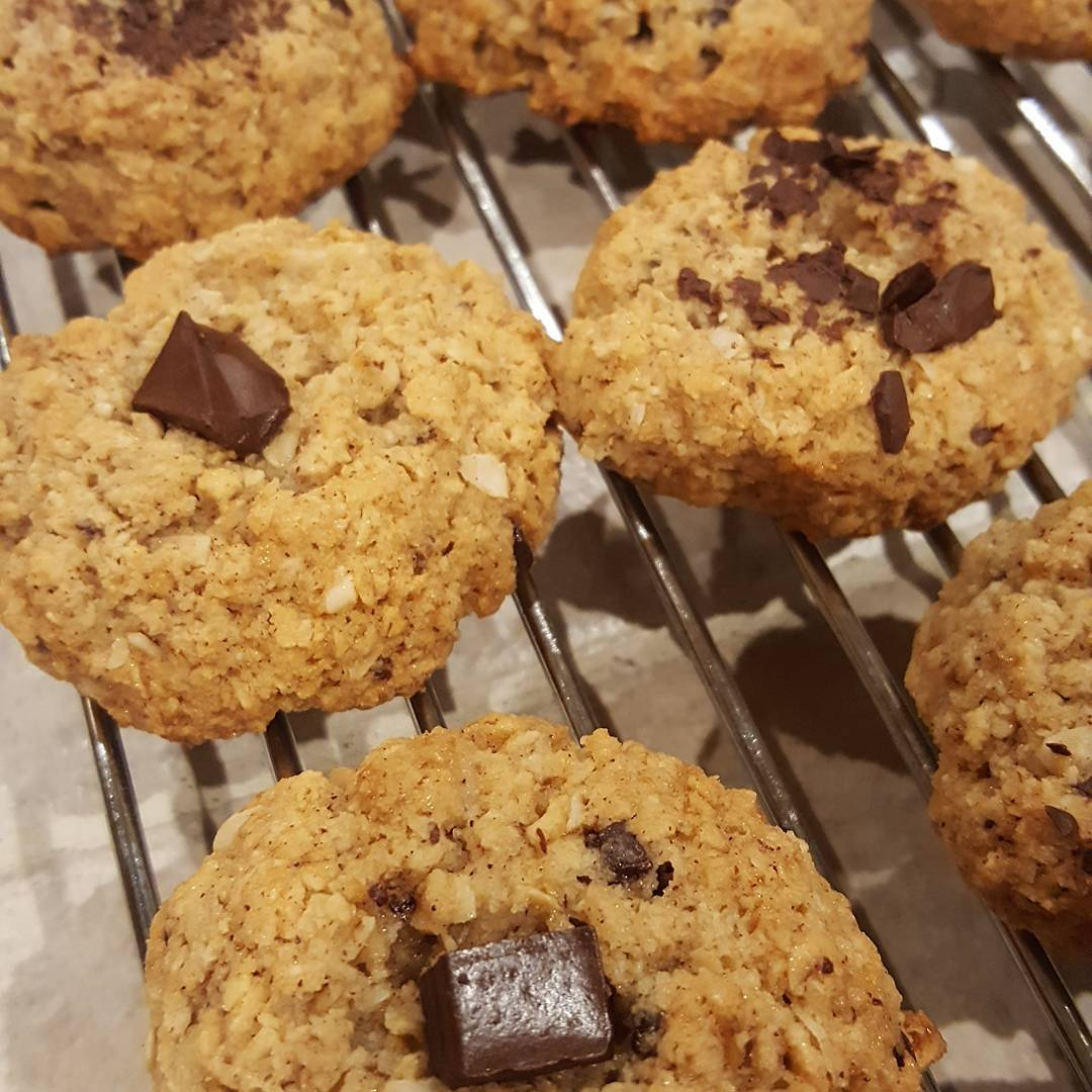 healthy almond joy oatmeal cookies by @jamialford