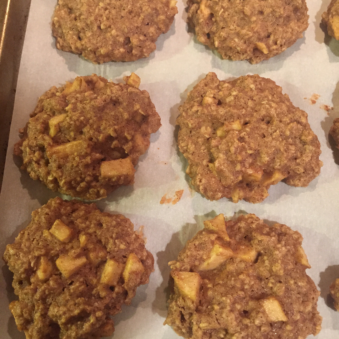 healthy apple pie oatmeal cookies by @lkr0722