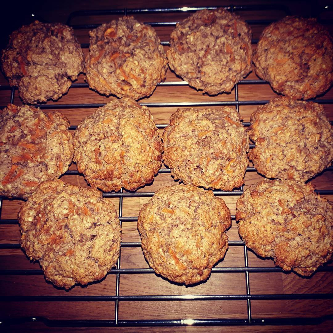 healthy carrot cake oatmeal cookies by @forbes_flowers_alford