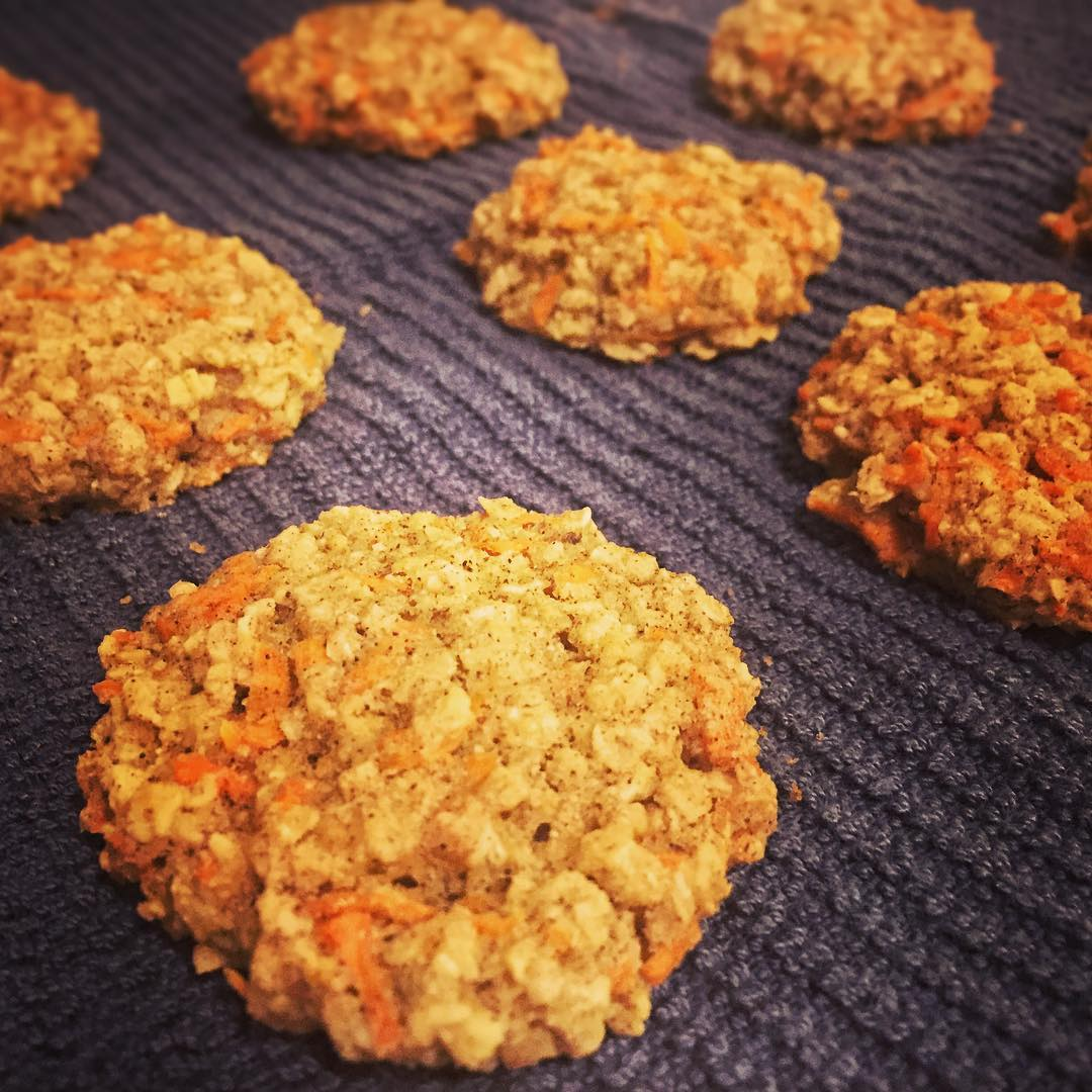 healthy carrot cake oatmeal cookies by @ps_gina22
