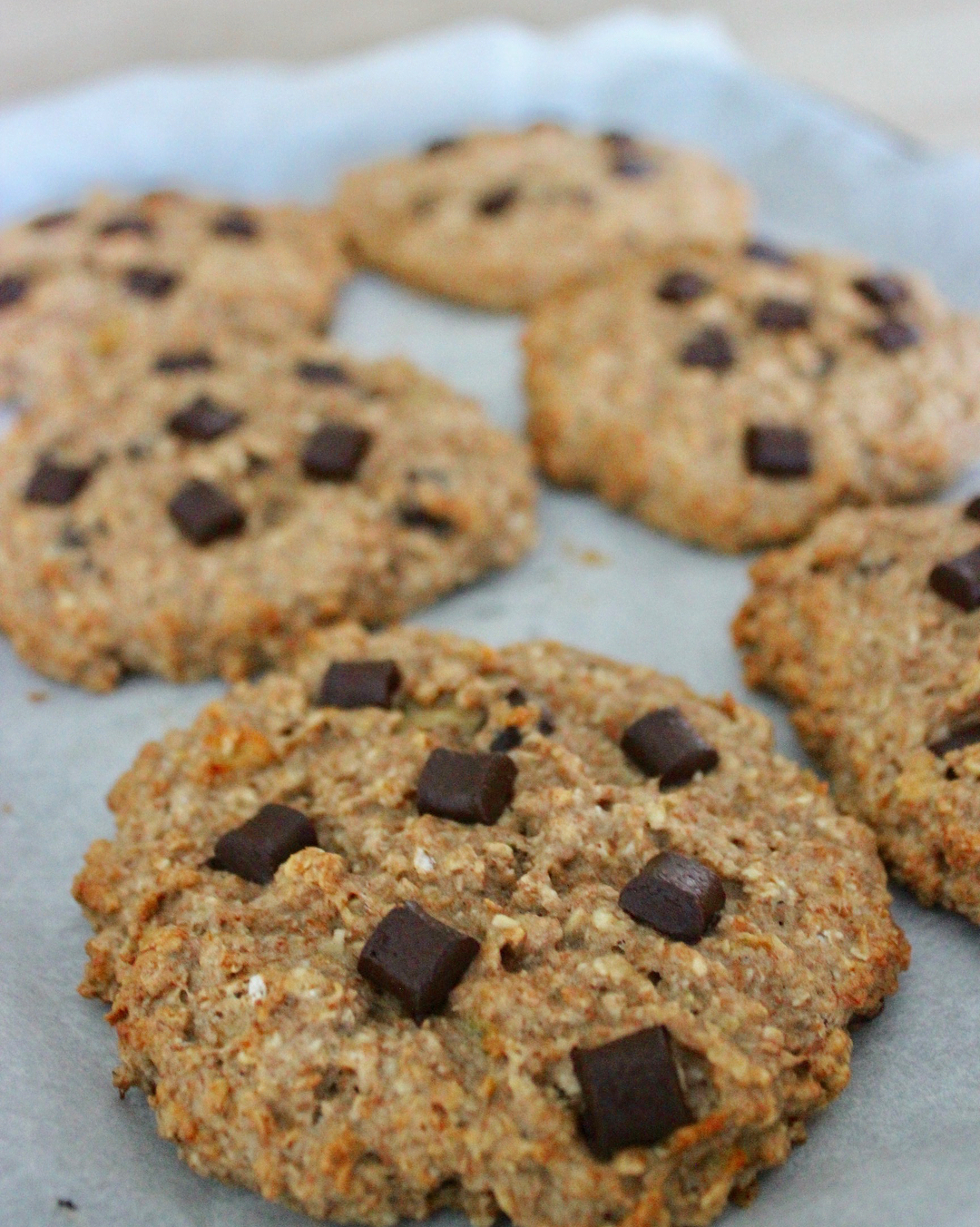 healthy chai spice chocolate chip oatmeal cookies by @coffeeandfreed8m