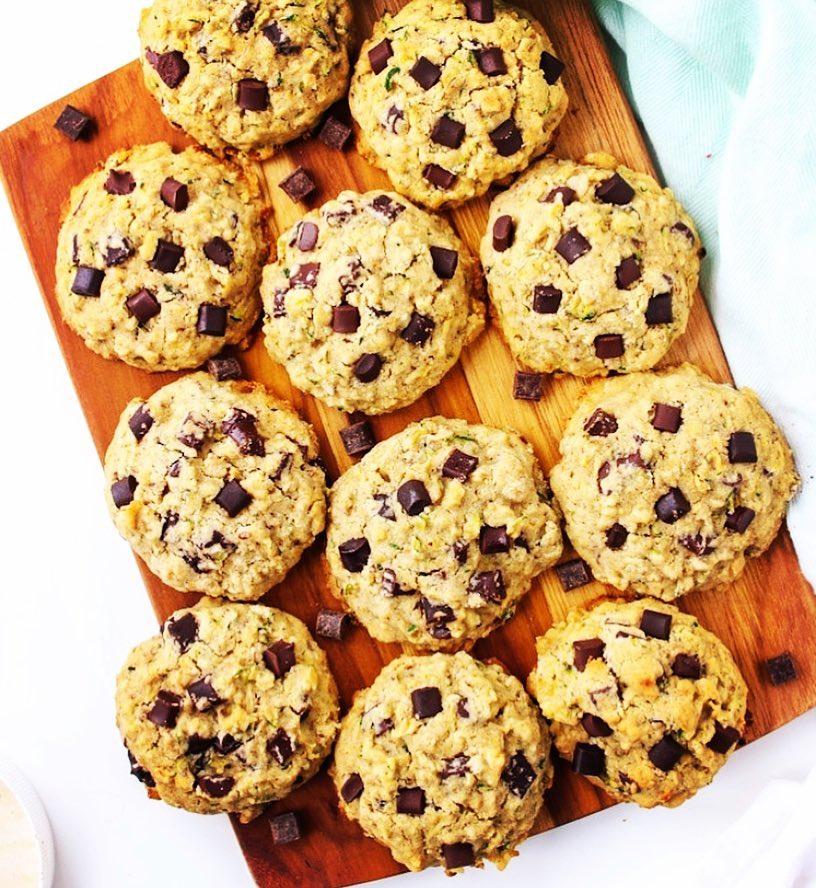 healthy chocolate chip peanut butter oatmeal cookies by @evehansenbeauty