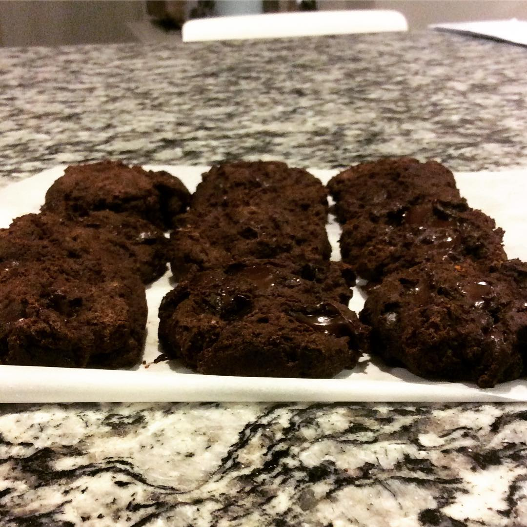 healthy chocolate chunk brownies {from my Healthier Chocolate Treats cookbook!} by @vanessappurcell