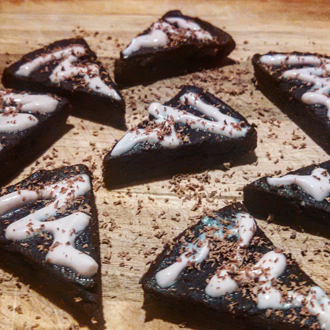 healthy fudgy dark chocolate brownies by @the_crossfit_foodie