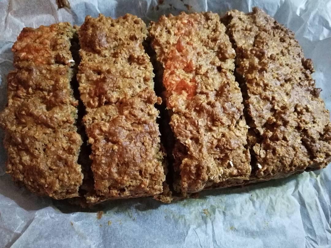healthy gingerbread oatmeal snack cake by @amyjane9_2