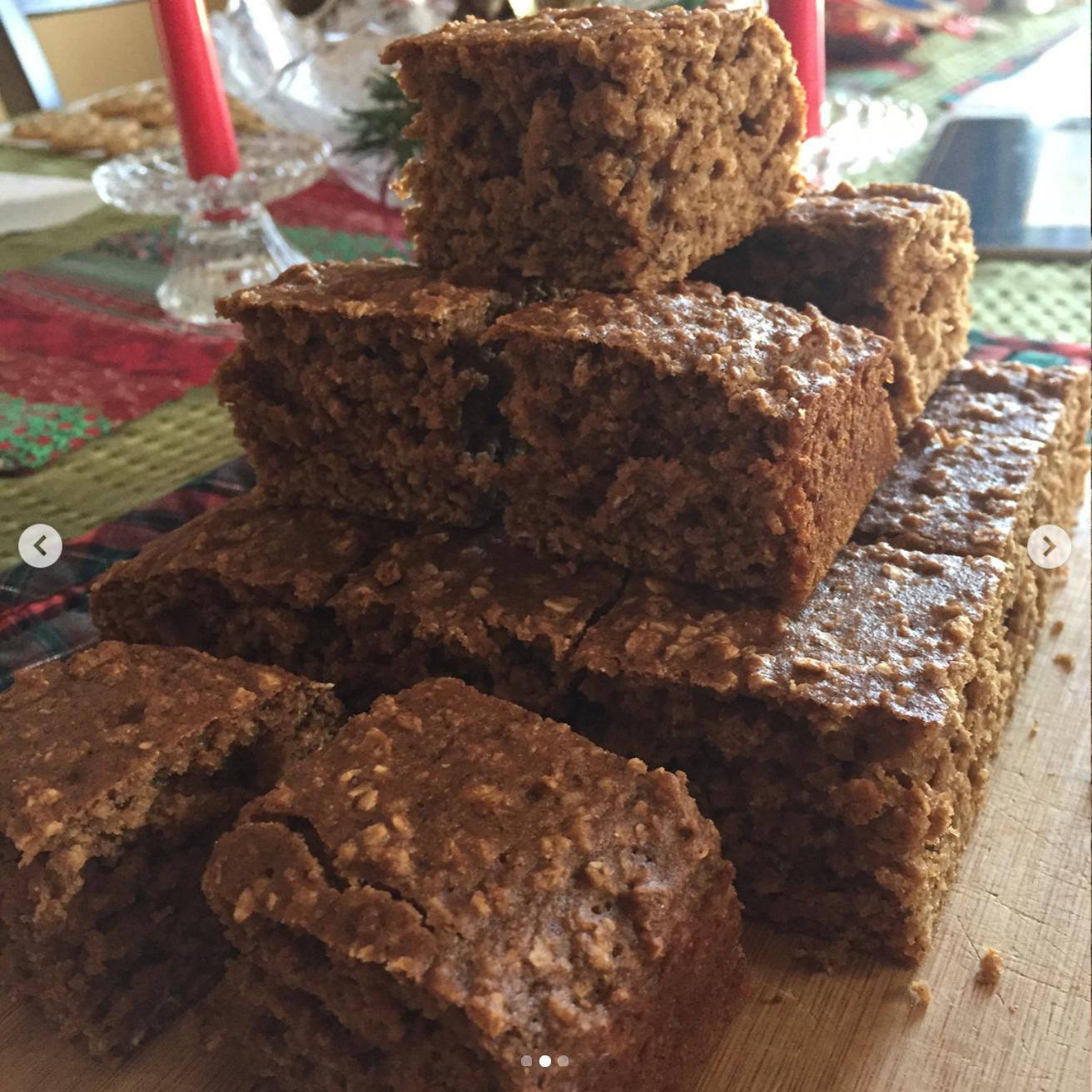 healthy gingerbread oatmeal snack cake by @janeska17