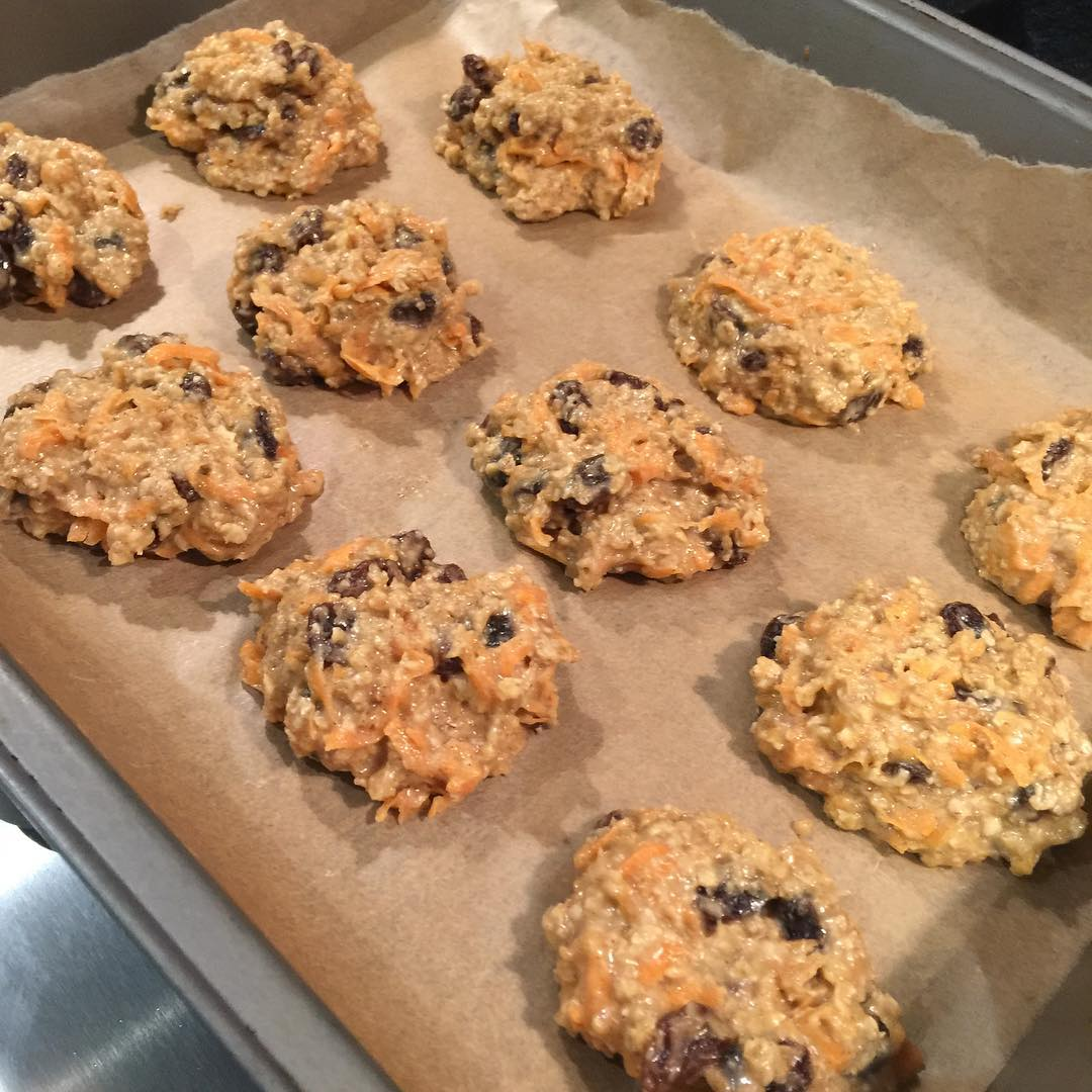healthy loaded carrot cake oatmeal cookies by @mouseybrown_