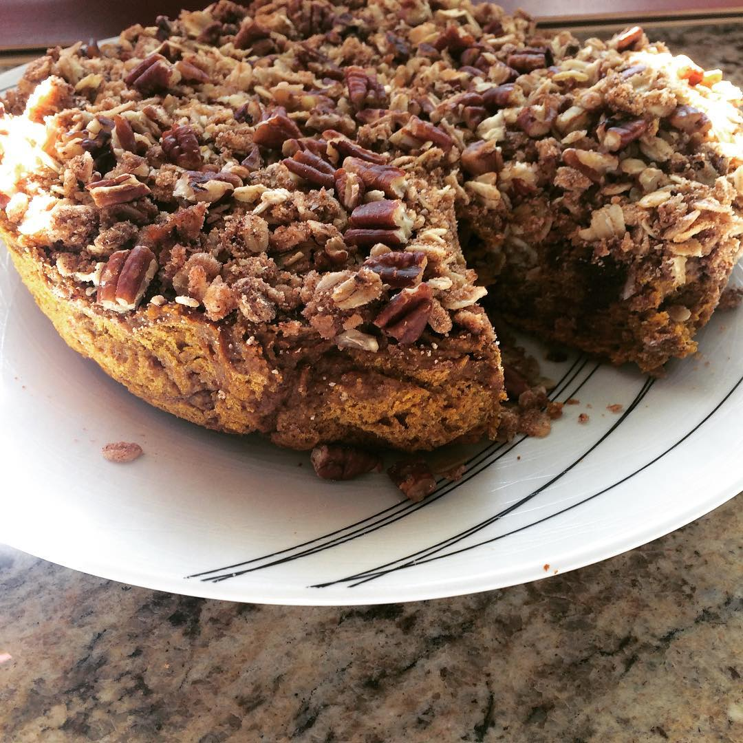 healthy slow cooker pumpkin streusel coffee cake by @cipri1wk