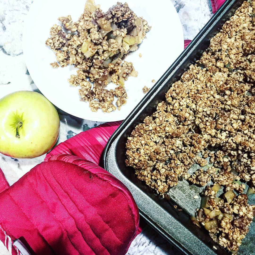 the ultimate healthy apple crumble by @emilyhouster