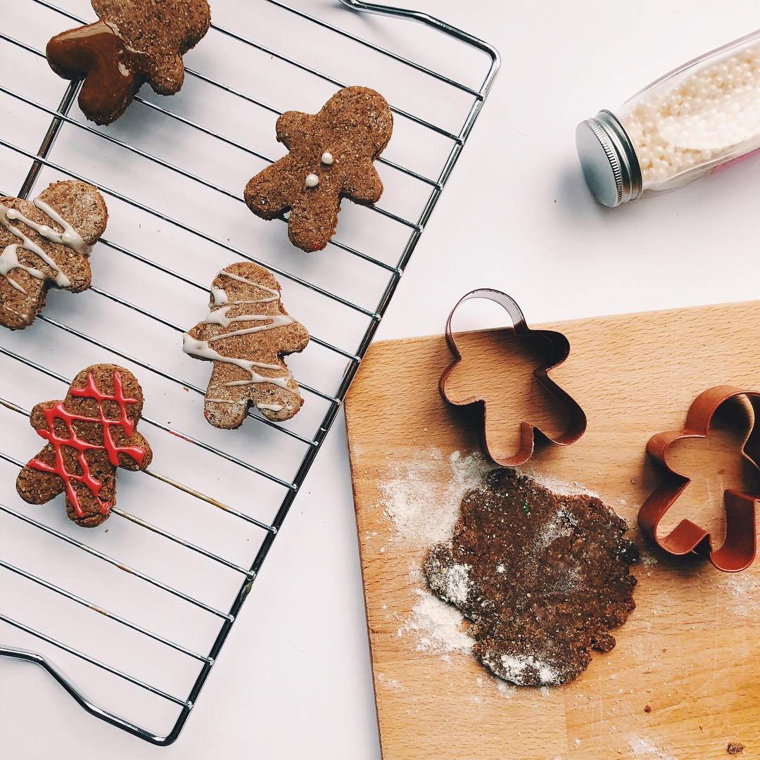 the ultimate healthy gingerbread cookies by @twinstahealth