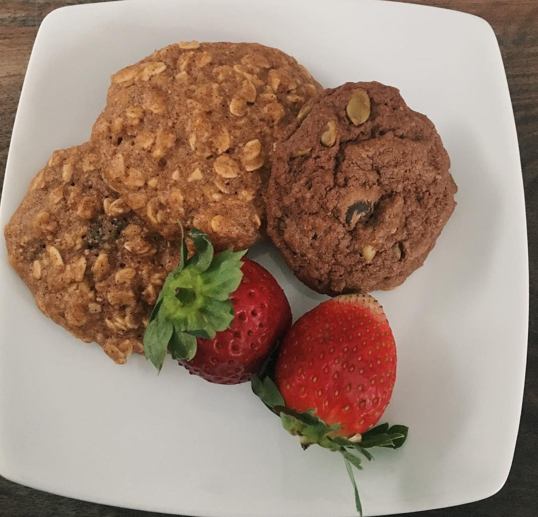 the ultimate healthy soft & chewy oatmeal raisin cookies by @happycleaneating_