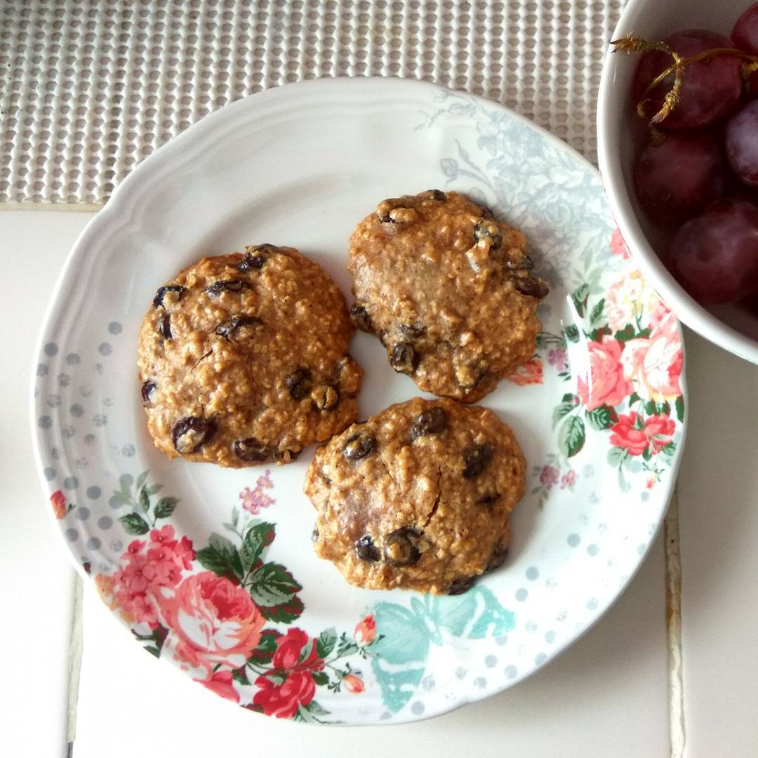 the ultimate healthy soft & chewy oatmeal raisin cookies by @sunnysteph0207