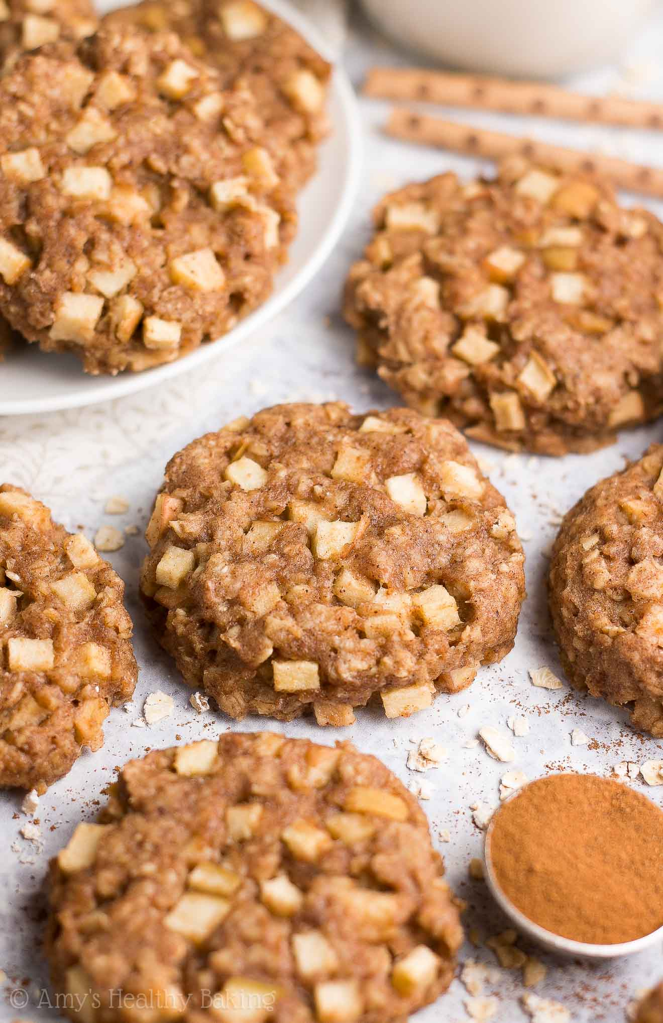 {HEALTHY!} Apple Pie Oatmeal Breakfast Cookies -- only 71 calories! Soft, chewy & so easy to make! They're perfect for kids & quick grab-and-go breakfasts! (And they freeze well too!) #healthy #recipe #breakfast #oatmealcookies