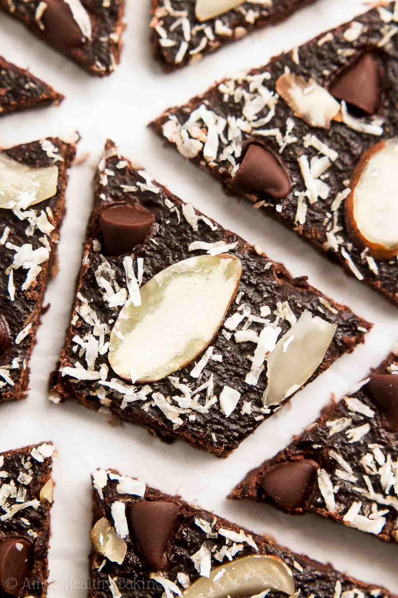 gluten-free healthy brownie brittle with chocolate chips, almonds and coconut