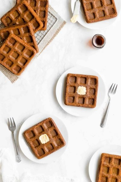 Healthy Gingerbread Waffles – only 112 calories! Crispy on the outside, fluffy on the inside & so easy to make! Perfect for the holidays & Christmas morning breakfast! ♡ clean eating gingerbread waffles with whole wheat & gluten free options. best homemade gingerbread waffles recipe. low calorie make-ahead gingerbread waffles.