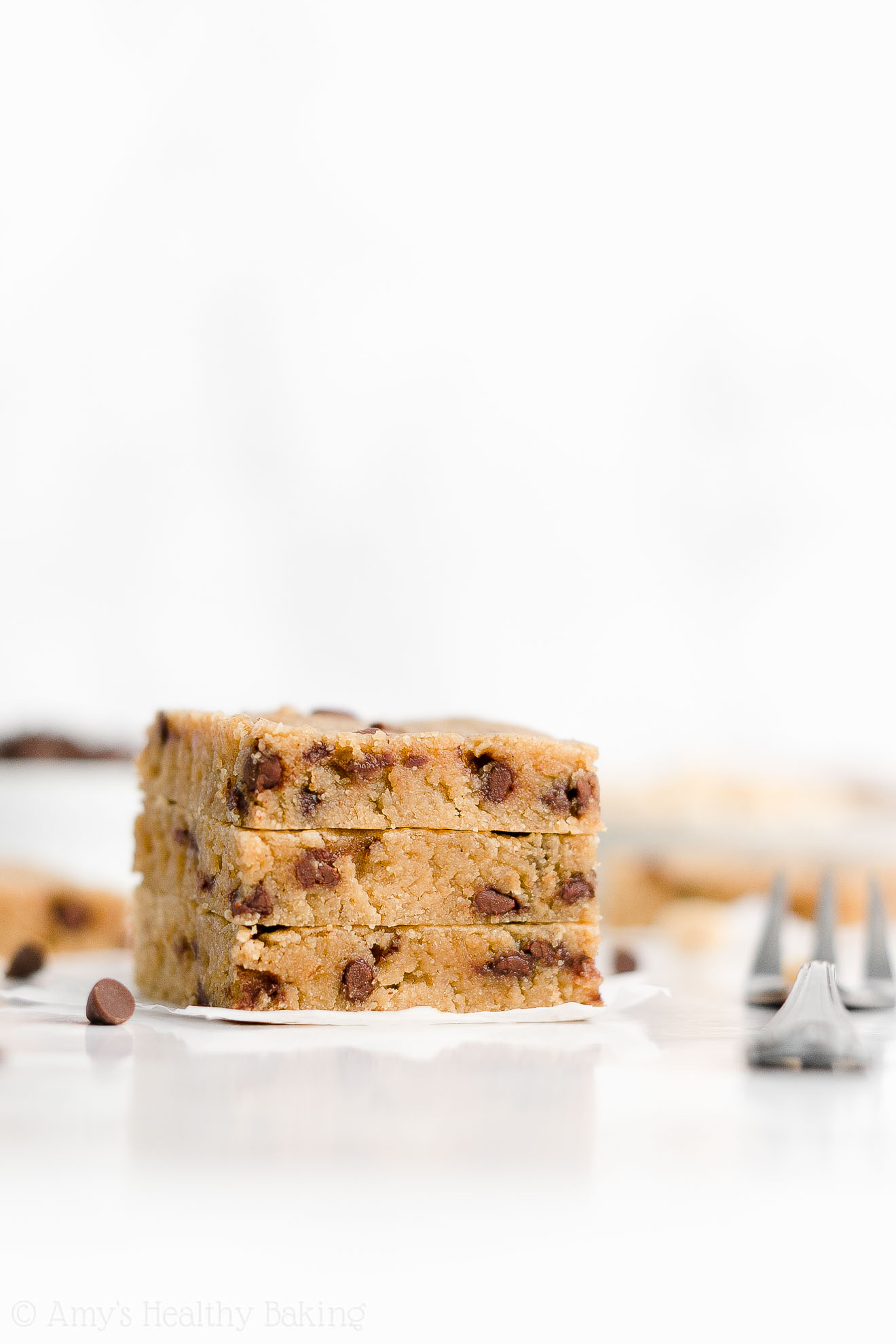 Healthy One-Bowl Chewy Flourless Chocolate Chip Peanut Butter Cookie Bars