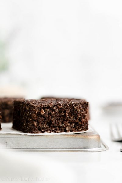 The ULTIMATE Healthy Double Chocolate Snack Cake – it tastes like fudgy brownies! Only 100 calories & so easy to make! I eat this for breakfast all the time too! It's SO good! ♡ easy clean eating chocolate cake recipe. best greek yogurt chocolate oatmeal cake. simple moist chocolate oatmeal cake for breakfast.