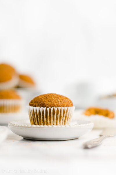The ULTIMATE Healthy Pumpkin Muffins – they taste like pumpkin pie! SO moist & SO easy to make. You just need 1 bowl! These are the BEST pumpkin muffins I've ever had! You'll never use another recipe again! ♡ best easy pumpkin muffins recipe. moist no sugar clean eating pumpkin mini muffins. sugar free ww vegan pumpkin muffins.